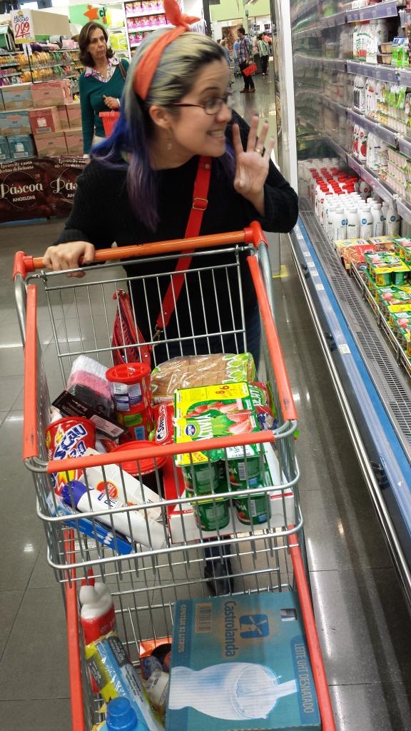 Selênia comprando gordices. ABSURDO!