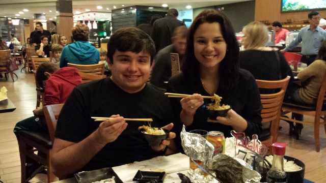 Guizote, Larissa e comida japonesa.
