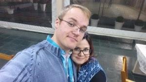 Selfie obrigatória do casal herói.